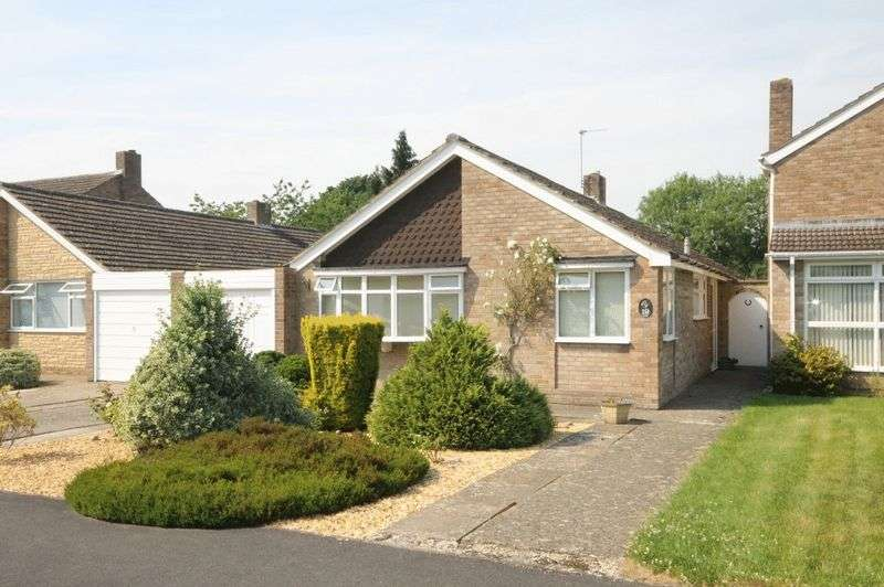 3 Bedrooms Property for sale in Freeborn Close, Kidlington