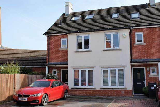 3 Bedrooms End Of Terrace House for sale in Woking, Surrey, .
