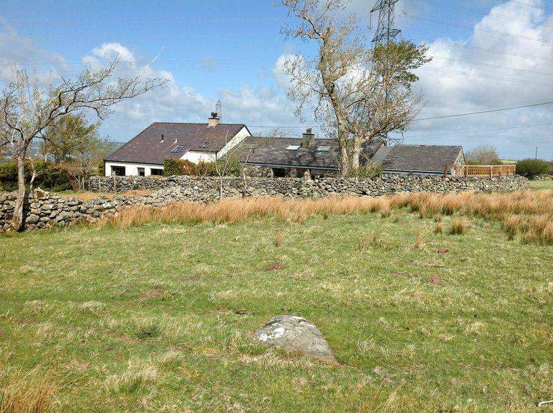 3 Bedrooms Farm House Character Property for sale in Llanllechid, Gwynedd