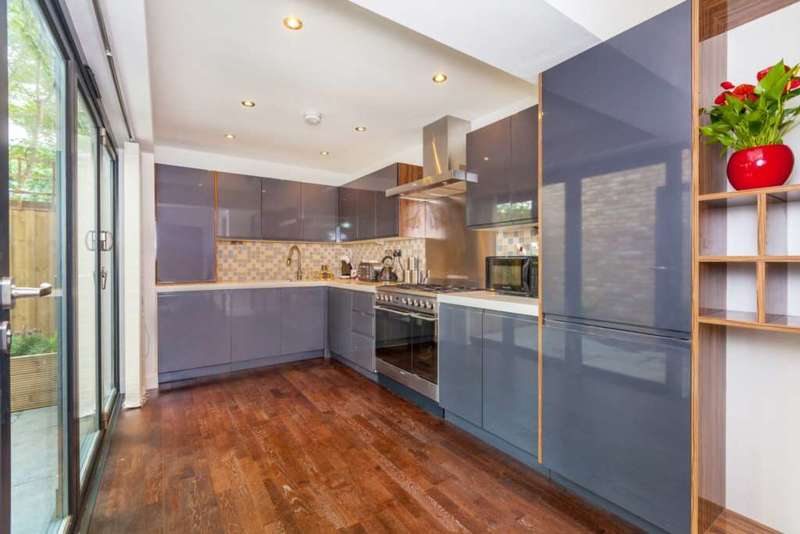 3 Bedrooms End Of Terrace House for sale in Elizabeth Manor, London, E13 0PE