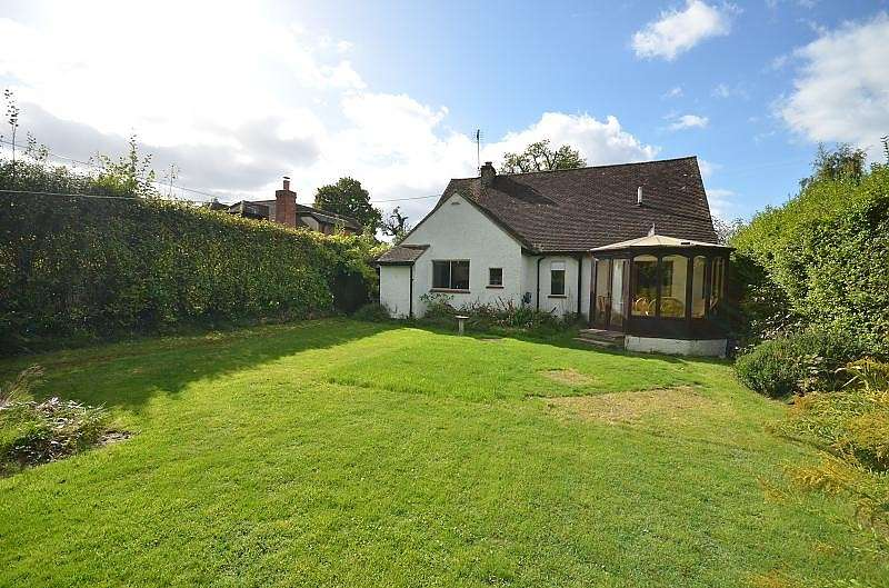 3 Bedrooms Detached Bungalow for rent in Leatherhead