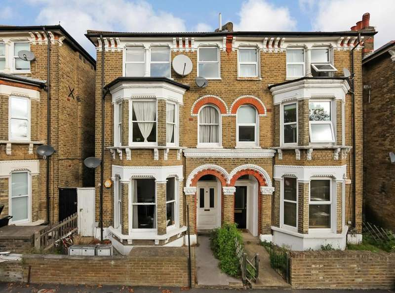 2 Bedrooms Flat for sale in The Gardens, London SE22
