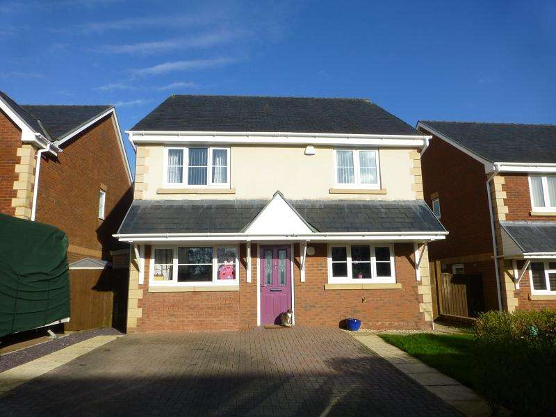 4 Bedrooms Detached House for sale in Golwg Y Mynydd , Betws, Ammanford, Carmarthenshire.