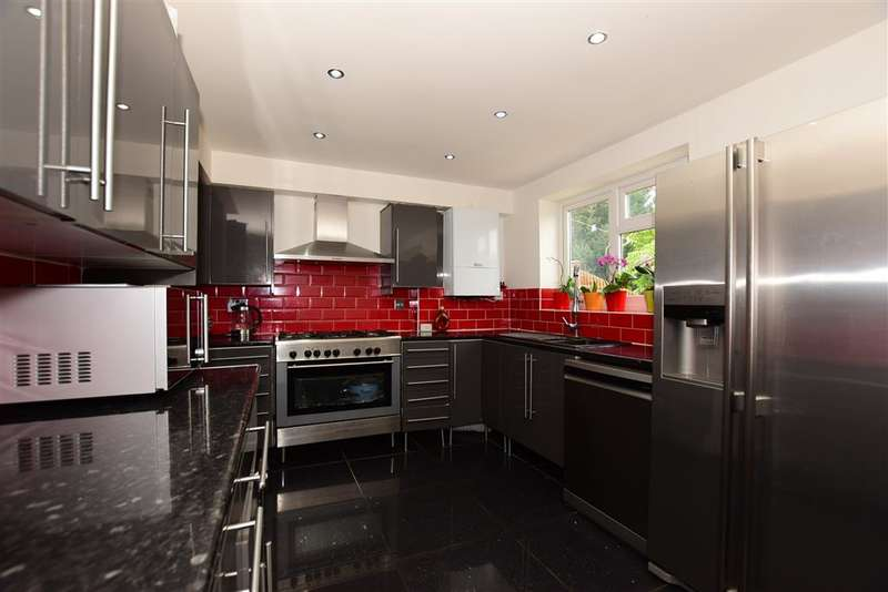 5 Bedrooms Terraced House for sale in Salisbury Hall Gardens, Chingford