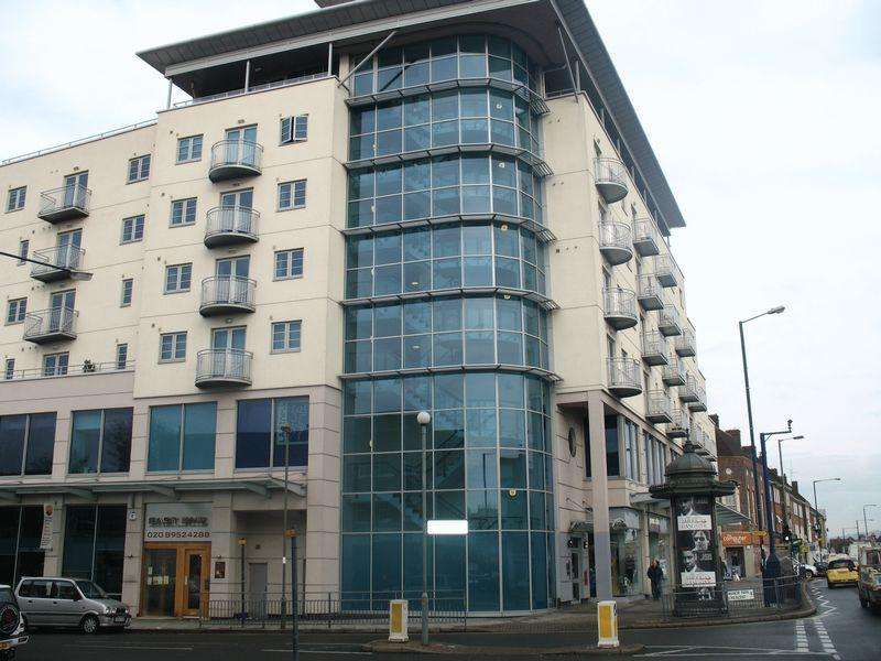 3 Bedrooms Flat for sale in Centurion House, Station Road, Edgware, Middlesex, HA8 7JQ