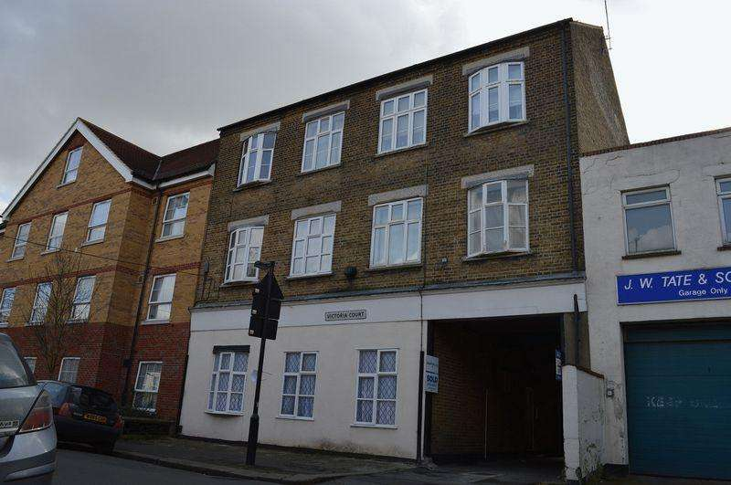1 Bedroom Flat for sale in Sweyne Avenue, Southend-On-Sea