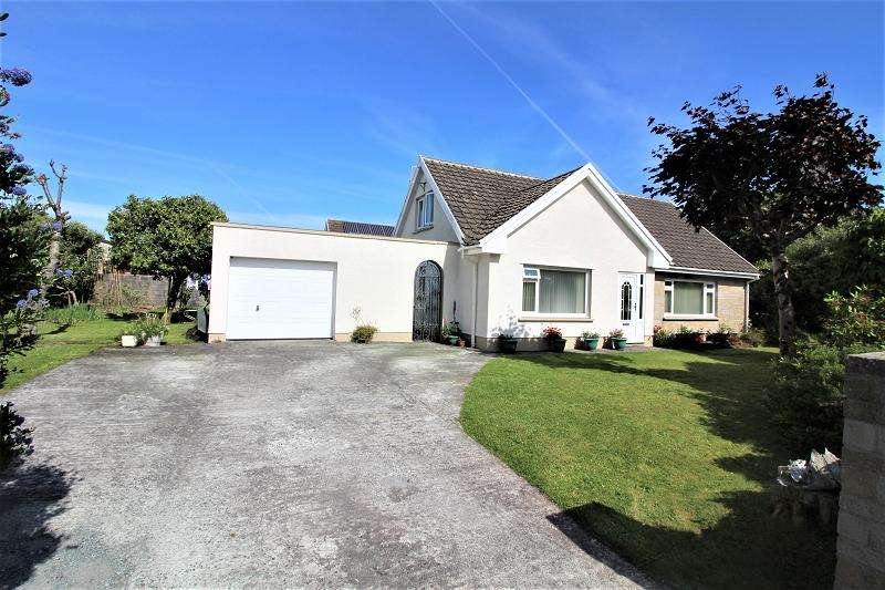 4 Bedrooms Detached Bungalow for sale in Elm Grove, Neyland, Milford Haven, Pembrokeshire. SA73 1RD