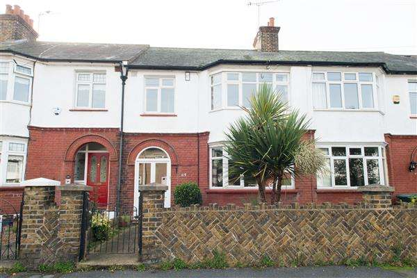 3 Bedrooms Terraced House for sale in Hollybush Road, Gravesend