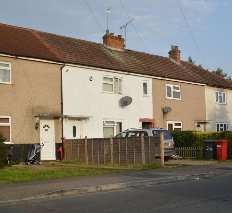 3 Bedrooms Terraced House for sale in Mead Avenue, Langley, SL3