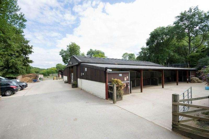 2 Bedrooms Equestrian Facility Character Property for sale in Hurst Lane, Headley, Epsom