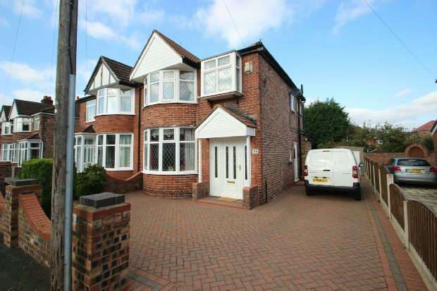 3 Bedrooms Semi Detached House for sale in Woodheys Drive, Sale