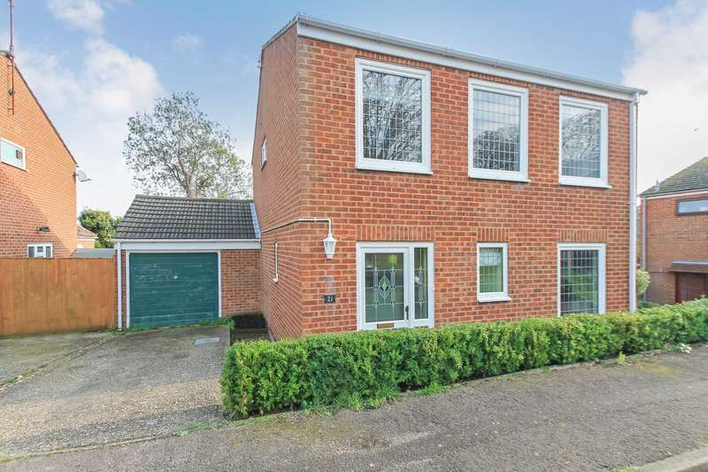4 Bedrooms Detached House for sale in Adams Way, Tring, Hertfordshire