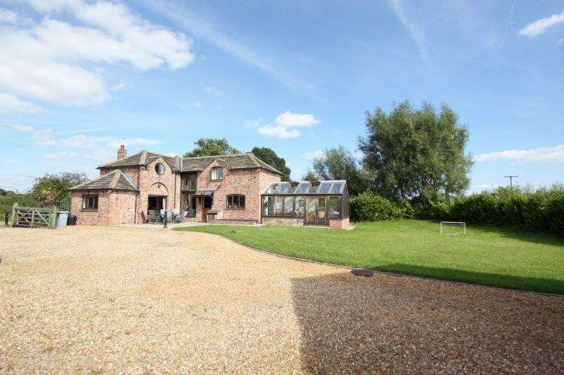 4 Bedrooms Detached House for sale in Lower Park Road, Poynton, SK12