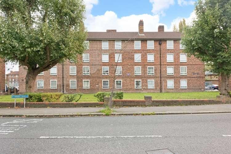 3 Bedrooms Flat for sale in Brownflete House Brockley SE4