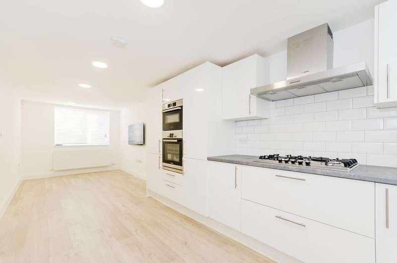 3 Bedrooms Maisonette Flat for sale in Hazeldene Drive, Pinner, HA5