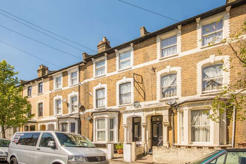 Studio Flat for sale in Reighton Road, Clapton, E5