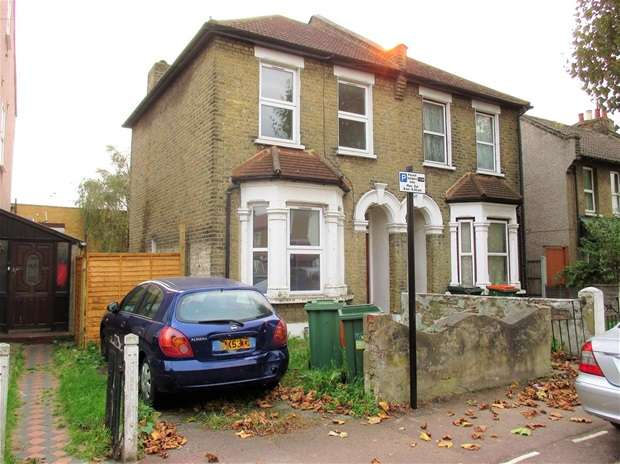 3 Bedrooms House for sale in Roman Road, London