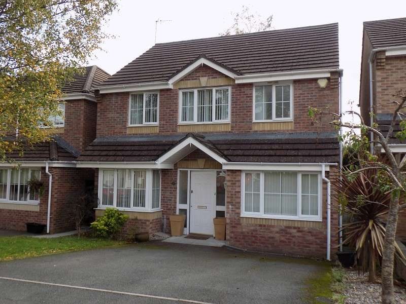 4 Bedrooms Detached House for sale in Wrenwood , Neath, Neath Port Talbot. SA10