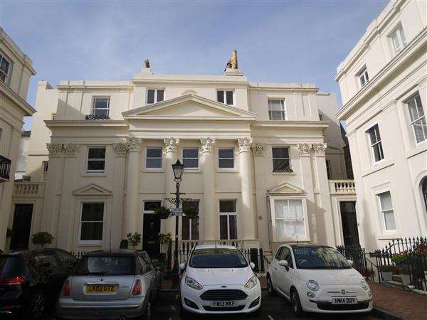 Studio Flat for rent in Lansdowne Square, Hove
