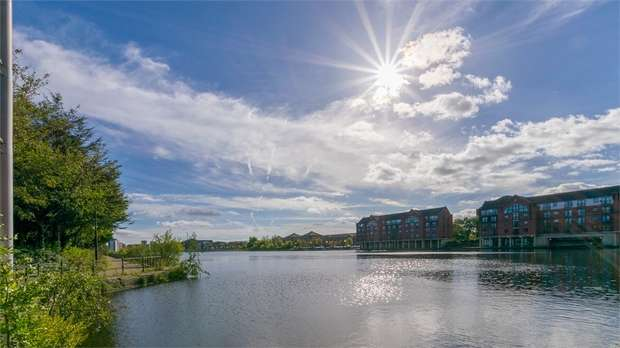2 Bedrooms Flat for rent in City Wharf, Atlantic Wharf, Cardiff