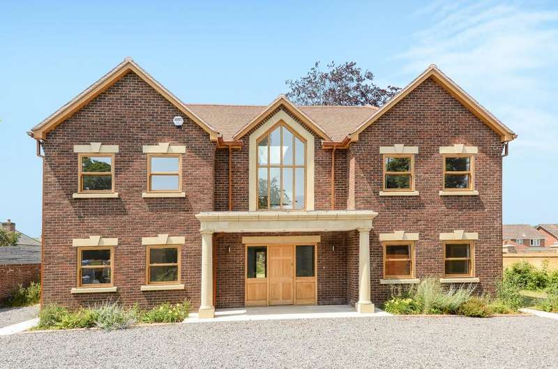 5 Bedrooms Detached House for sale in Langstone Road, Havant, PO9