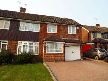 4 Bedrooms Semi Detached House for sale in Kingswood, Basildon, Essex
