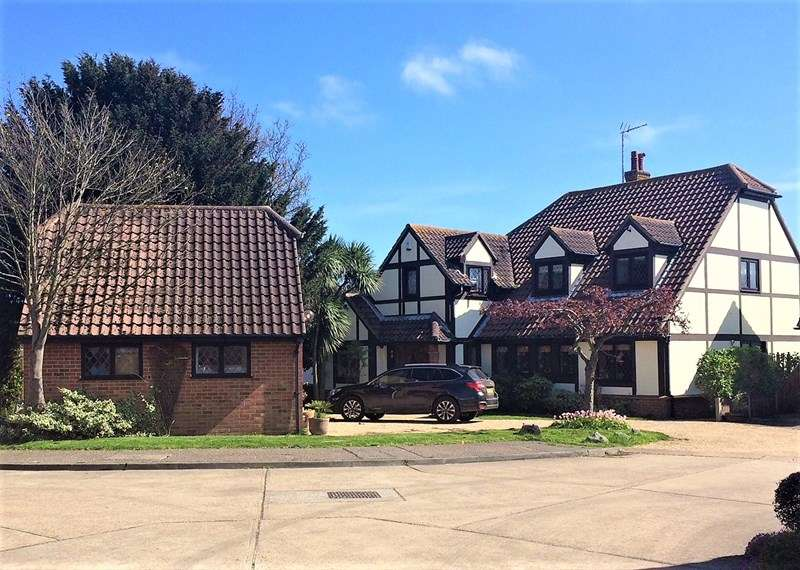4 Bedrooms Detached House for sale in Noredale, Shoeburyness, South Shoebury