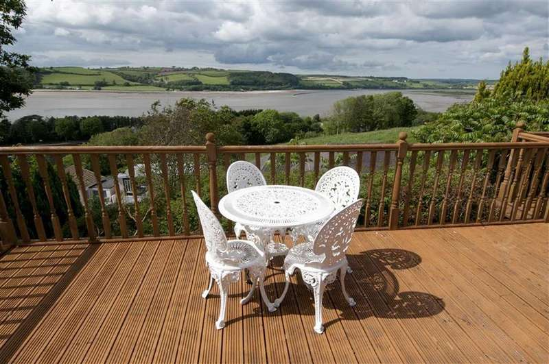 4 Bedrooms Detached House for sale in Heol Tri Pen Had, Ferryside, Carmarthenshire