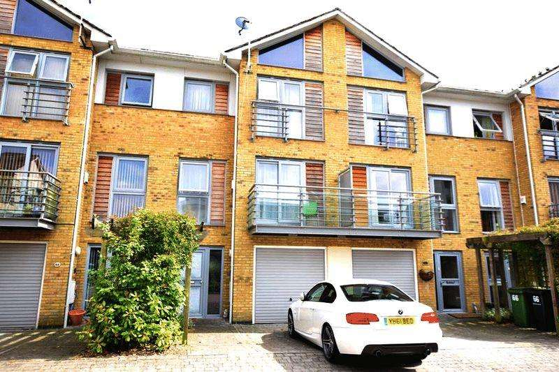 4 Bedrooms Town House for sale in Arundel Square, Maidstone