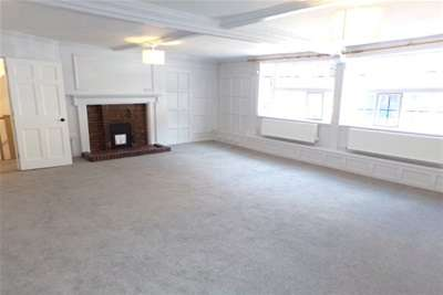 4 Bedrooms Flat for rent in Eastgate Terrace, Rochester