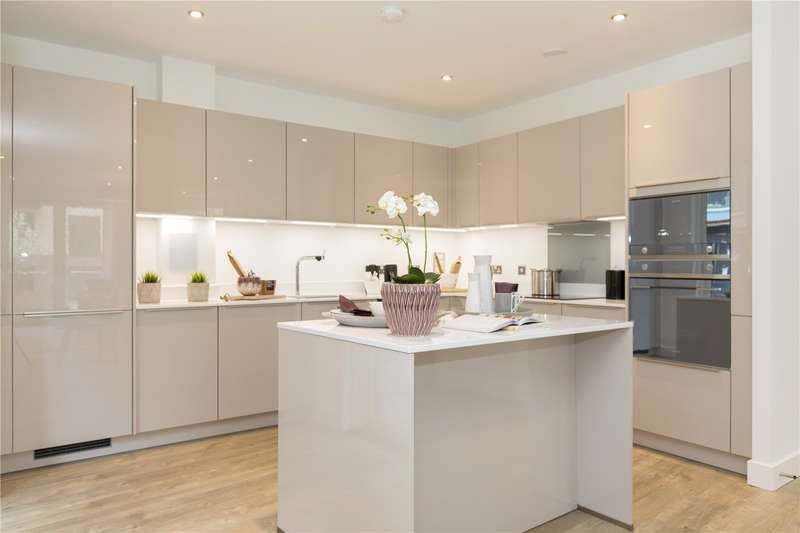 2 Bedrooms Flat for sale in Grove Apartments, Woodside Square, London, N10