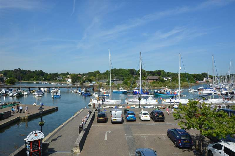 3 Bedrooms Flat for sale in Admirals Court, Quay Road, Lymington, Hampshire, SO41