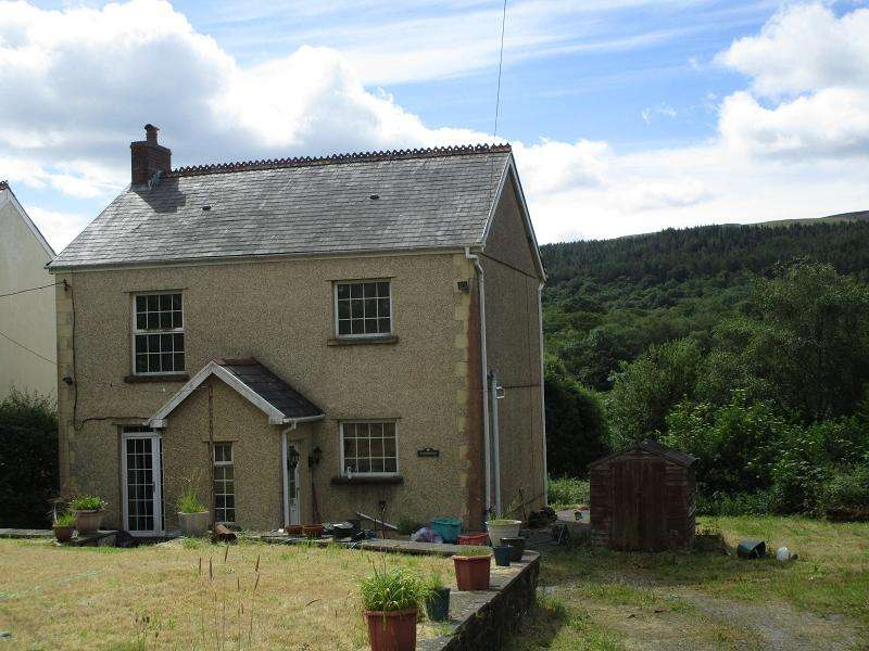 3 Bedrooms Detached House for sale in School Road, Abercrave, Swansea.