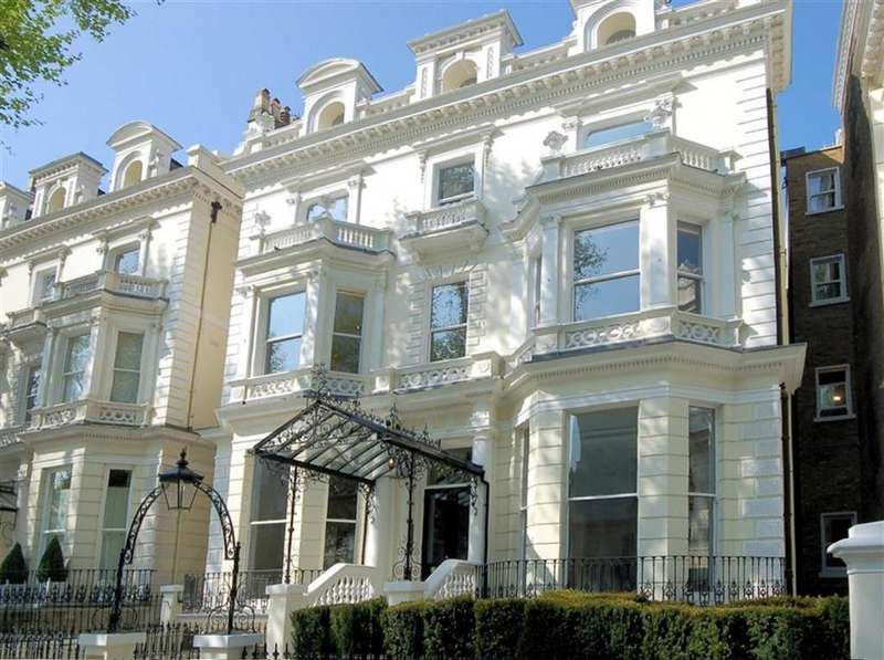 3 Bedrooms Ground Maisonette Flat for rent in 82 Holland Park, London