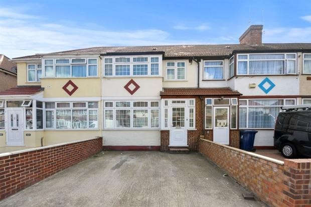 3 Bedrooms Terraced House for sale in Derley Road, Southall, UB2