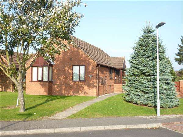 2 Bedrooms Detached Bungalow for sale in THE MEAD, LACEBY, GRIMSBY
