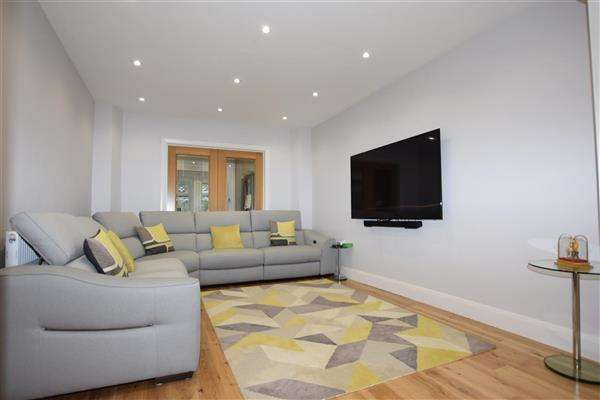 5 Bedrooms Detached House for sale in Wolmer Gardens, Edgware