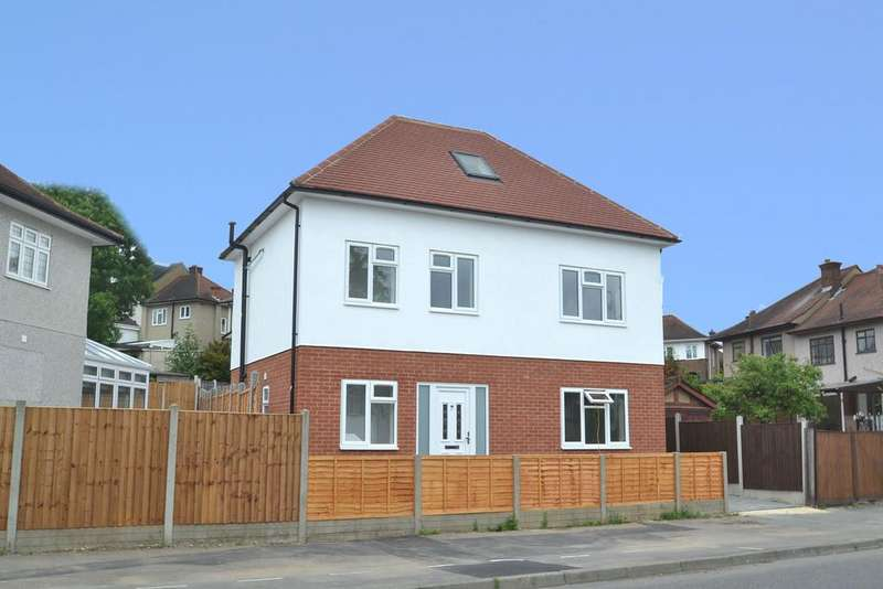 4 Bedrooms Detached House for sale in Clockhouse Lane, Collier Row