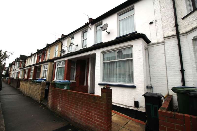 4 Bedrooms Property for sale in Princes Avenue, Watford, WD18
