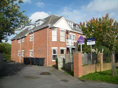 2 Bedrooms Flat for sale in 75 Poole Road, Upton, Poole