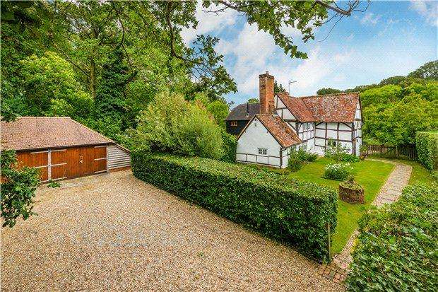4 Bedrooms Detached House for sale in Hound Green, Hook, Hampshire