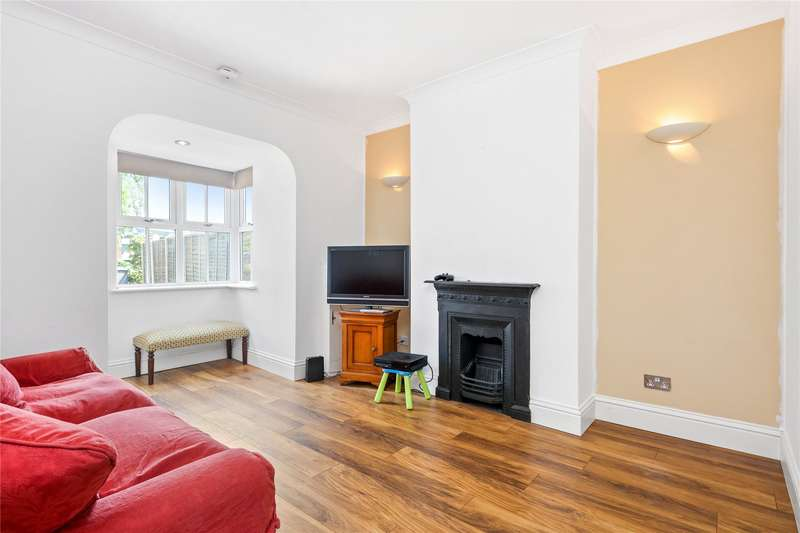 3 Bedrooms Terraced House for sale in Hamm Moor Lane, Addlestone, Surrey, KT15