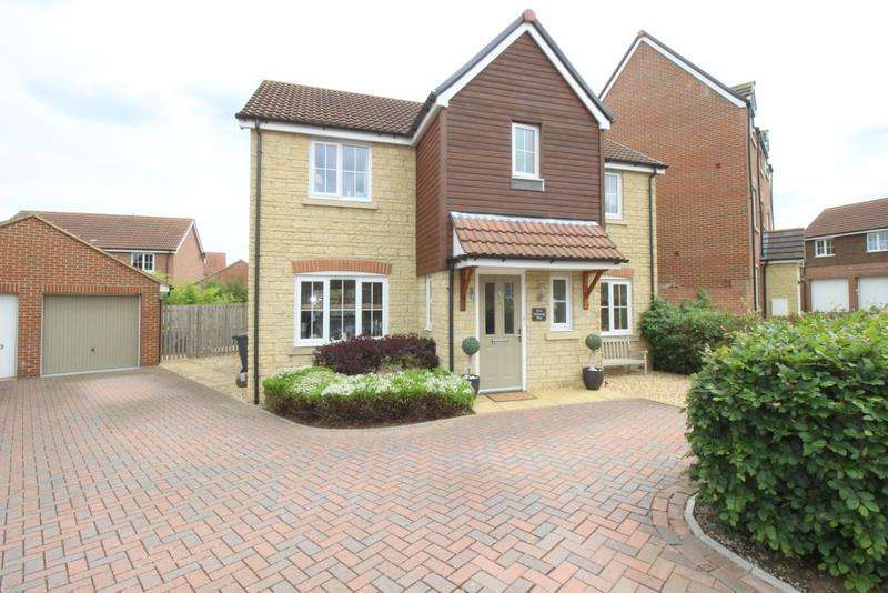 4 Bedrooms Detached House for sale in Mustang Way, Swindon