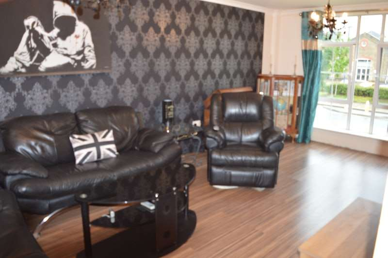 2 Bedrooms Flat for sale in Cornwallis Road, Woolwich, London, SE18