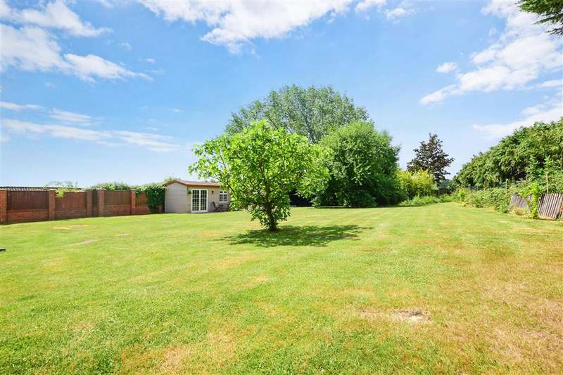 5 Bedrooms Detached House for sale in Brock Hill, Runwell, Wickford, Essex