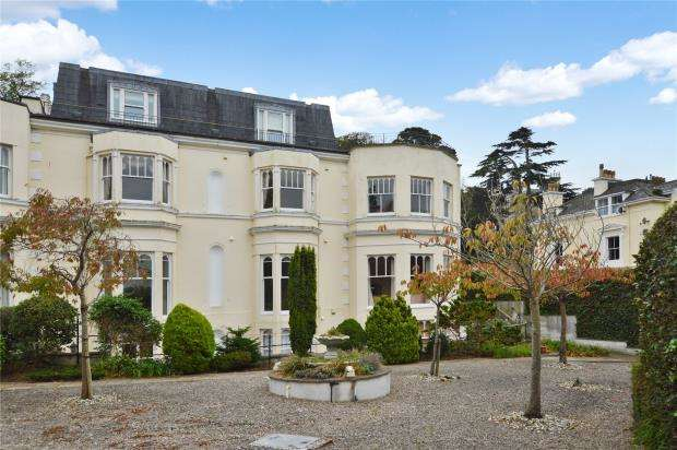 2 Bedrooms Flat for sale in Fountain House, Torwood Gardens Road, Torquay, Devon