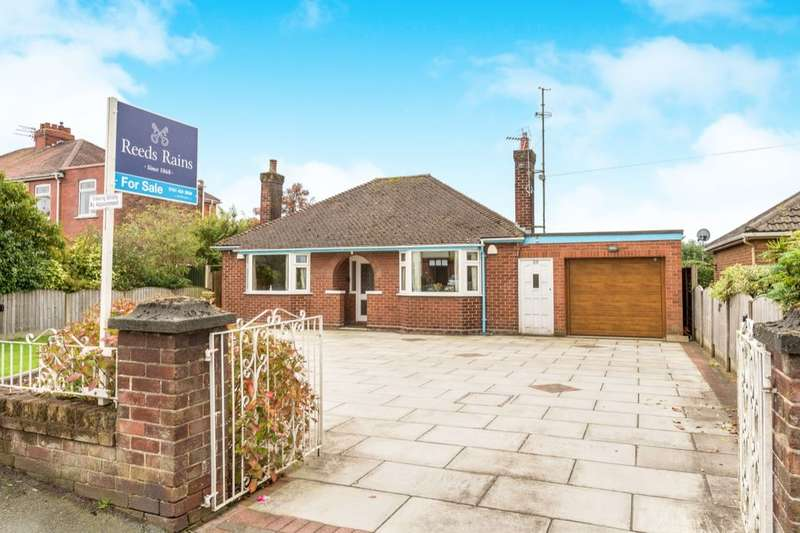 2 Bedrooms Detached Bungalow for sale in Cronton Lane, Widnes, WA8