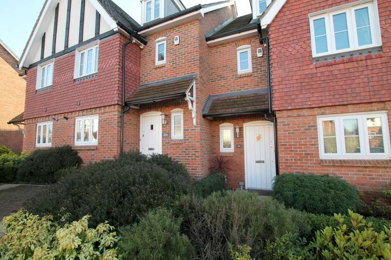 4 Bedrooms Town House for rent in York Road, Woking, Surrey