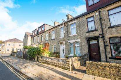 3 Bedrooms Terraced House for sale in Lee Mount Road, Lee Mount, Halifax, West Yorkshire