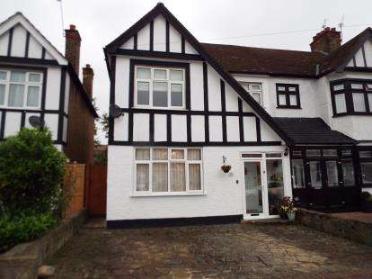 3 Bedrooms End Of Terrace House for sale in Gants Hill, Ilford, Essex